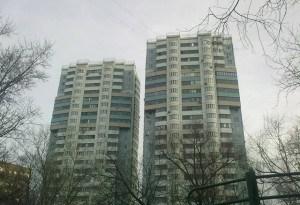 Два здания серии и-155 башенного типа в районе Котловка