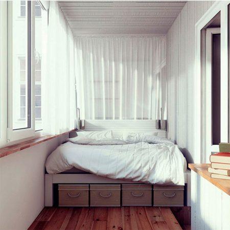 Кровать на лоджии