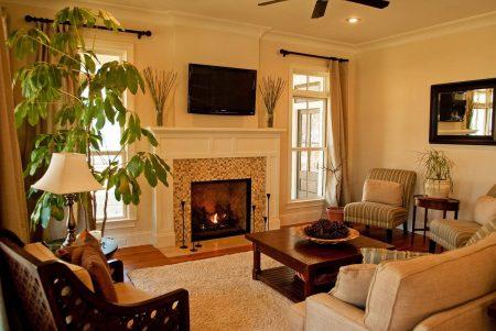Интерьер гостиной с электрическим камином