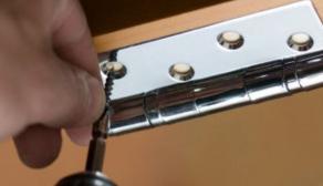 Как отремонтировать просевшую дверь