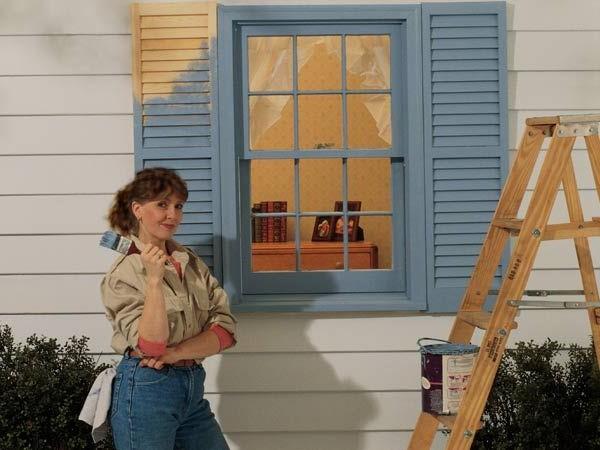 Как самостоятельно покрасить окно и дверь