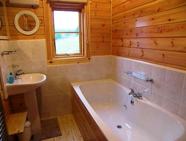 Как в деревянном доме ванную комнату