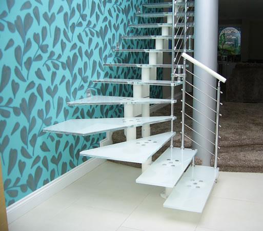 Лестницы из разных материалов