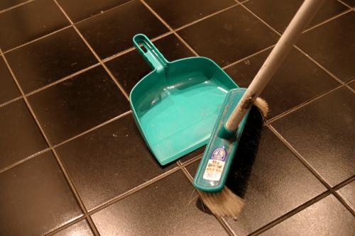 Мытье полов и уход за напольными покрытиями