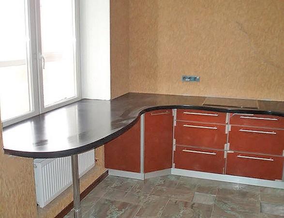 Оригинальное решение на кухне: подоконник-стол