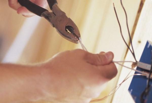 Особенности электропроводки в деревянных домах