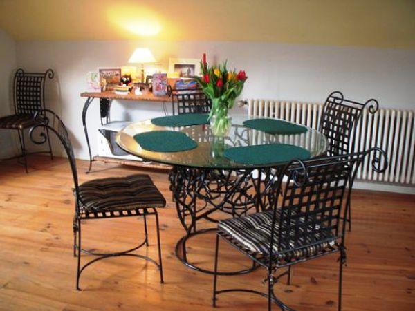 Стол — незаменимый элемент интерьера кухни