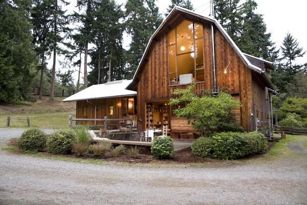Защитная обработка дома из древесины