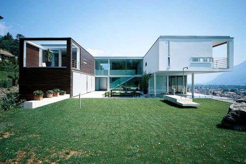 Дом с видом на Швейцарские Альпы и озеро Маджоре