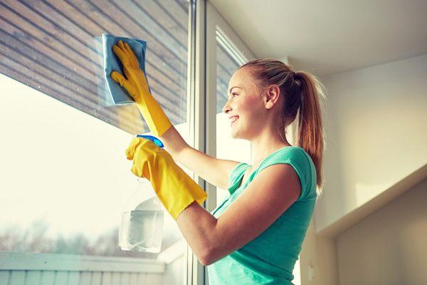 Лучшее мытьё окон – руками профессионалов клининговой компании «Ластик»