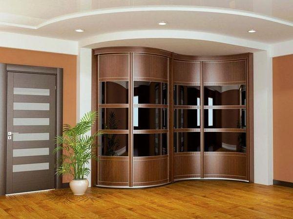 Встроенный радиусный шкаф – 5 лучших способов обновить фасад