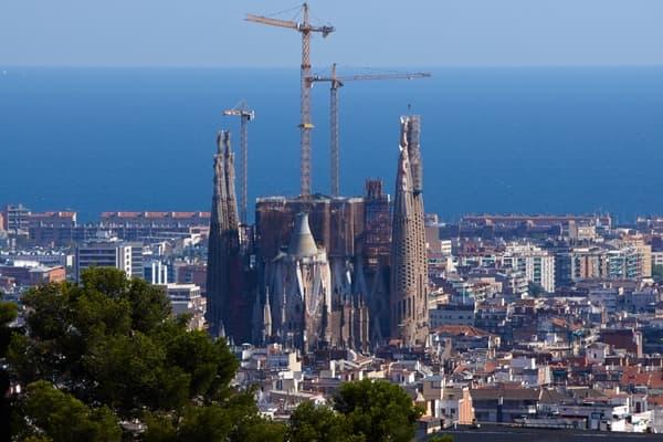 Собор Святого Семейства вБарселоне достроят спустя 137лет