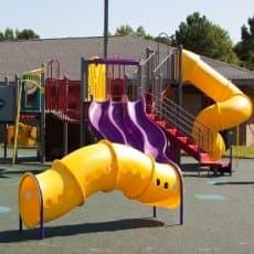 Подмосковные дворы оснастят детскими площадками