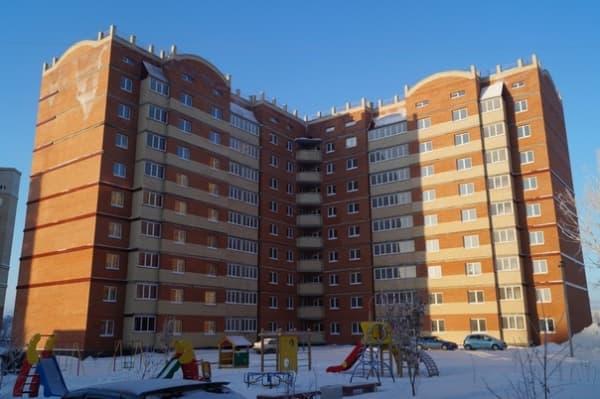 Многоэтажка в Омске готовится к падению