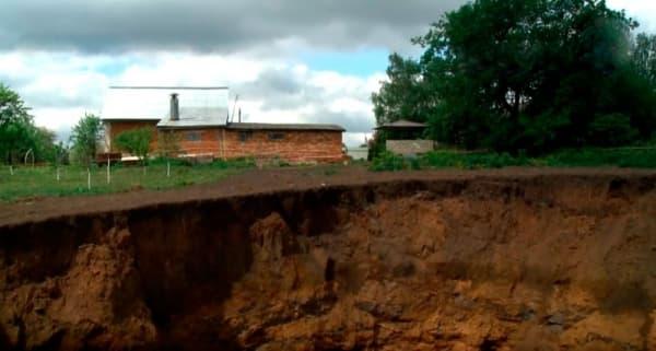 ЧП в Тульской области: село начало уходить под землю