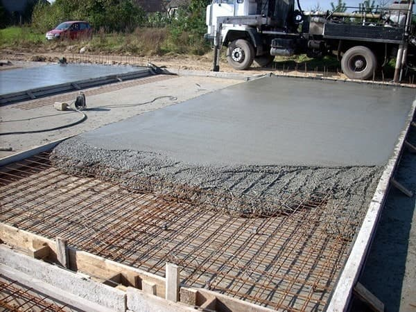 Особенности самостоятельного бетонирования частного дома