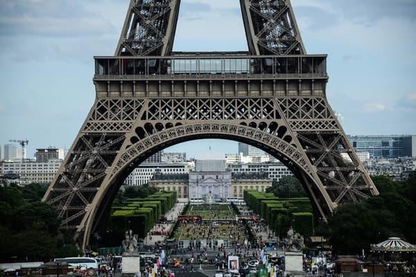 Соседство сЭйфелевой башней оценили в220миллионов евро