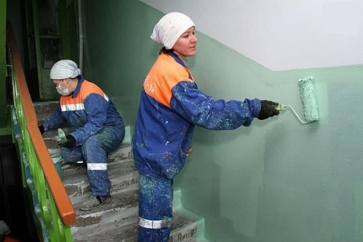 Почему в подъездах стены часто красят до половины?
