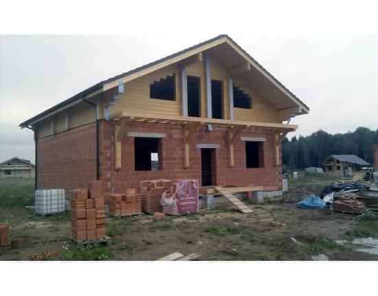 Комбинированный дом из дерева и кирпича