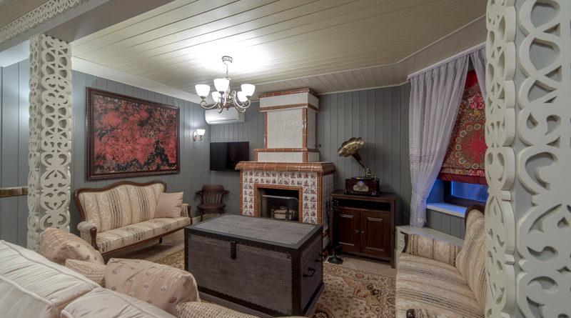 Дачная гостиная с камином