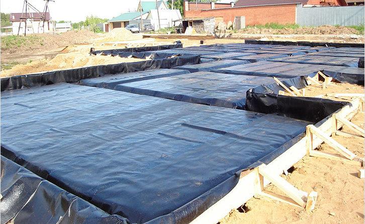 Сооружение плитного фундамента