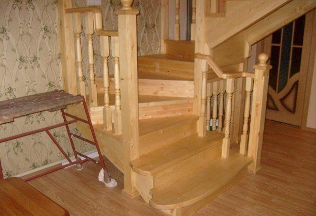Как правильно покрасить лестницу