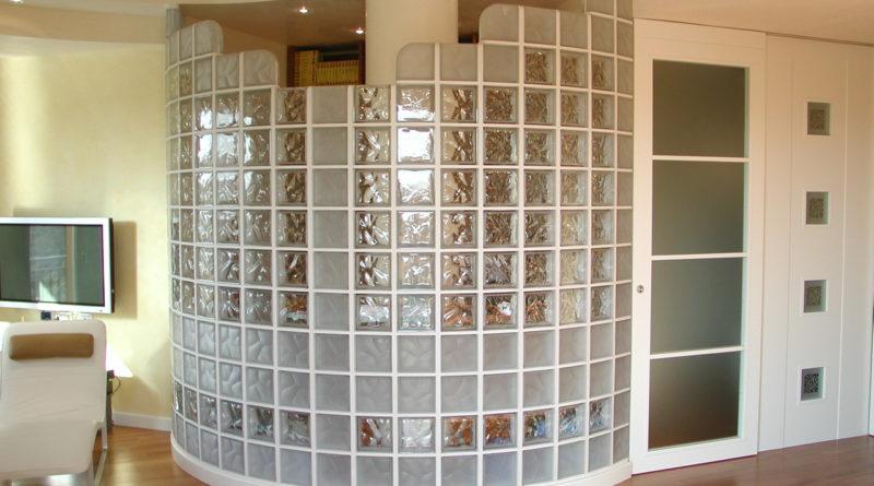Построить стену из стеклоблоков