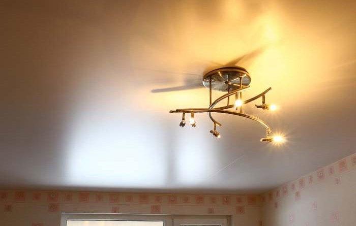 Сатиновый натяжной потолок.