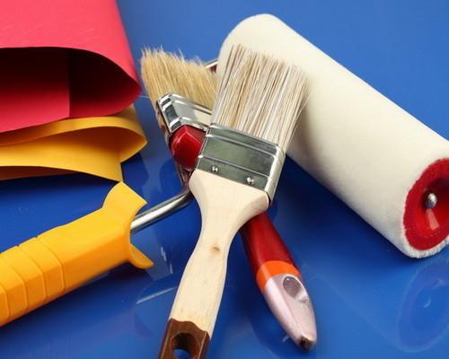 Инструмент для окраски балкона.