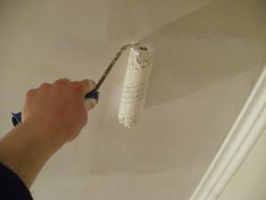 Как подобрать краску для потолка?