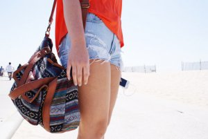 Как подобрать сумку к одежде и обуви?