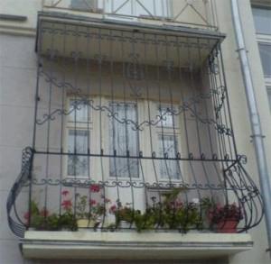 Какие решетки лучше всего ставить на балконе?