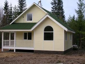 Каркасный деревянный дом за городом
