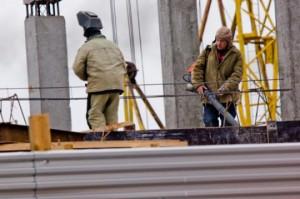 Московских дольщиков вынуждают доплачивать за строительство жилья
