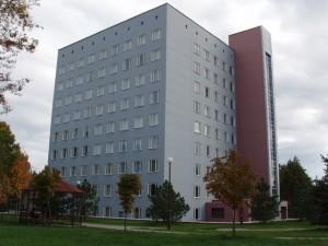 На строителей многоэтажного здания повесили ремонт садика