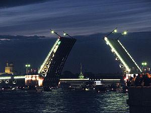 Символ Санкт-Петербурга — Дворцовый мост через Неву – ожидает реконструкции