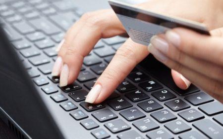 Клавиатура и банковская карта