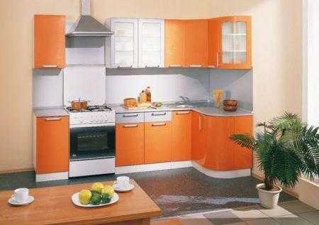 Дизайн-проект маленькой кухни в оранжевых тонах