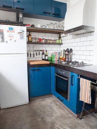 Маленькая синяя кухня