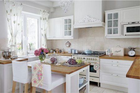 Интерьер кухни буквой П белого цвета