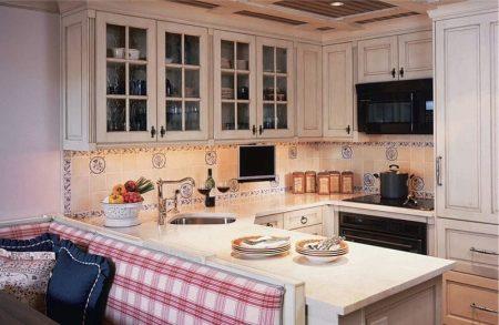 Дизайн П-образной кухни в квартире-студии
