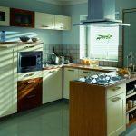 Интерьер П-образной кухни с барной стойкой