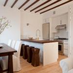 Дизайн небольшой кухни в белых тонах