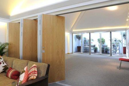 Рельзовые раздвижные двери в квартире