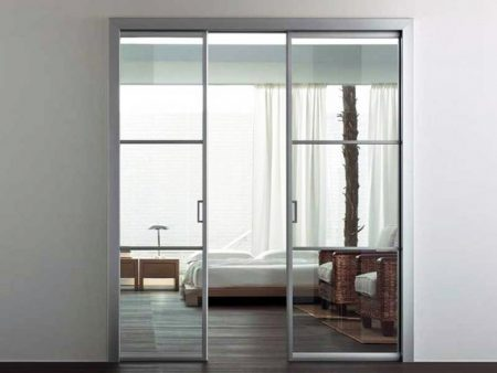 Раздвижная стеклянная перегородка в спальне