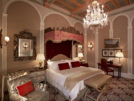 Ренессанс в интерьере спальни