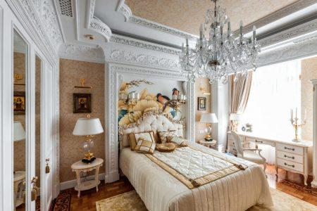 Спальня в классическом стиле для женщины