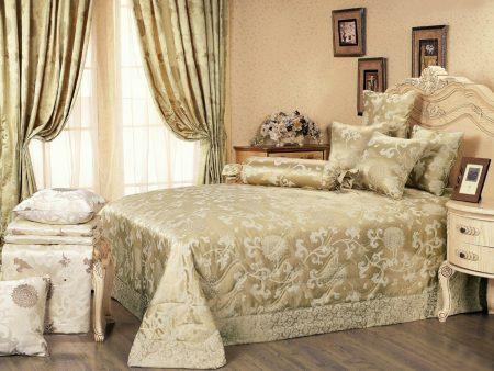Оформление текстилем спальни в классическом стиле