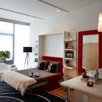 Дизайн квартиры студии в светлых тонах с цветовыми акцентами