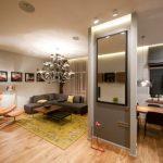 Перегородка с зеркалом в квартире-студии